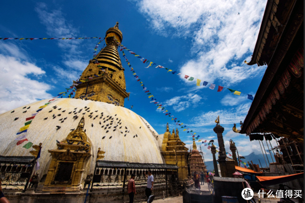 这便是猴庙的主塔了,那一双洞察一切的智慧眼,是尼泊尔佛教的最明显特