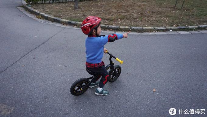 小短腿摆动起来,700Kids 柒小佰 儿童运动滑步车