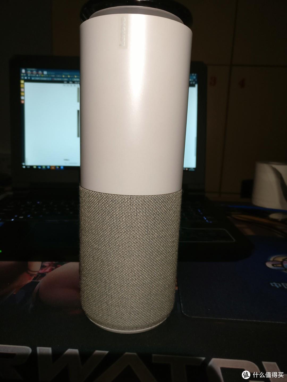 这是音箱本体,网面织布手感尚可,转盘廉价感爆棚