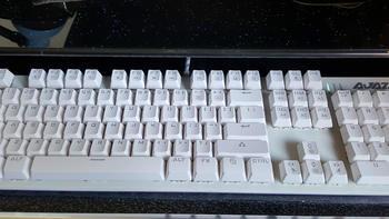 迟到的报告——黑爵 机械战警 合金机械键盘 白色黑轴