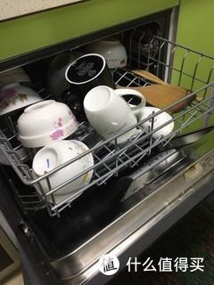 其实随笔选的型号 但是真的很好用 就像洗衣机一样20年前大家都怀疑能不能洗干净 相信5年之后洗碗机也会像洗衣机一样普及 避免家庭矛盾神器 不需要再为谁洗碗抱怨