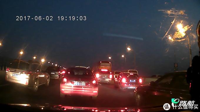 老司机的第二块后视镜,画质略显不足-e路航小度智能行车记录仪体验