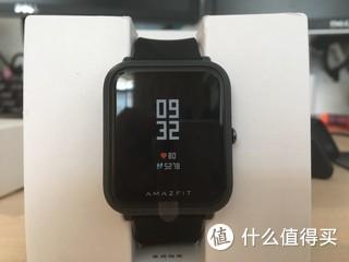 入了2天 配合iOS系统 总体还不错 和小米手环2功能差不多 就是屏幕大一些。app通知基本能包含手机的全部应用,来电接听后手表继续震动的bug要改一改。