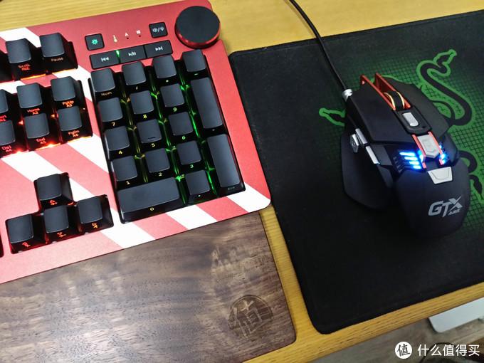 美的不像实力派——黑爵AK60 RGB机械键盘 银轴版