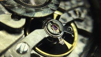 精准的走时、略贵的情怀——海鸥建军90周年限量纪念版机械表