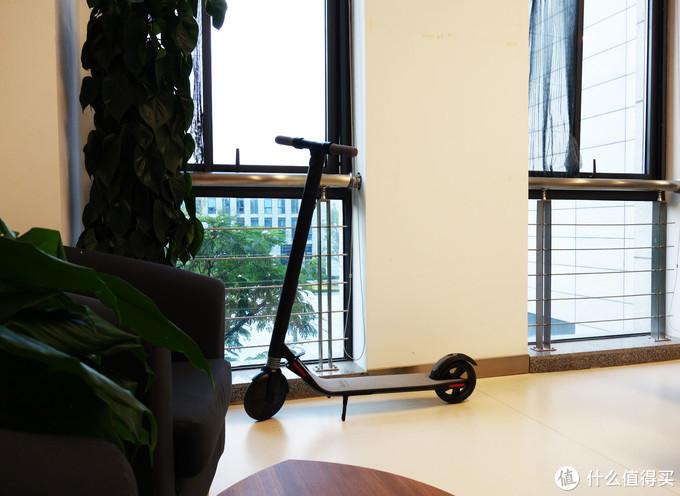 为国节能减排,骑着Ninebot ES1九号电动滑板车去上班