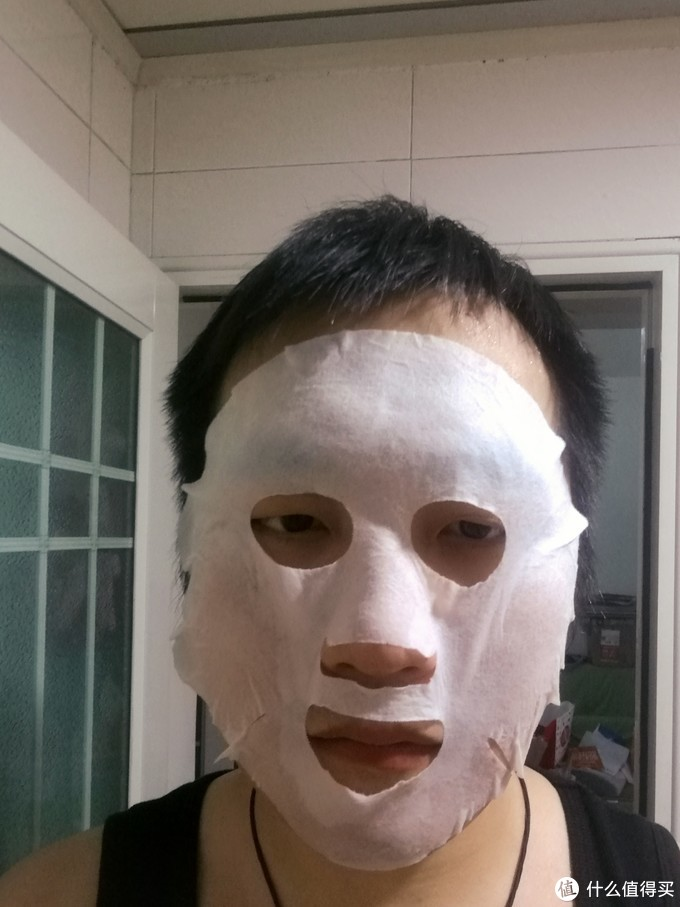 最后来一张上脸图镇楼,不是我的脸大,实在是这面膜纸太娇小……