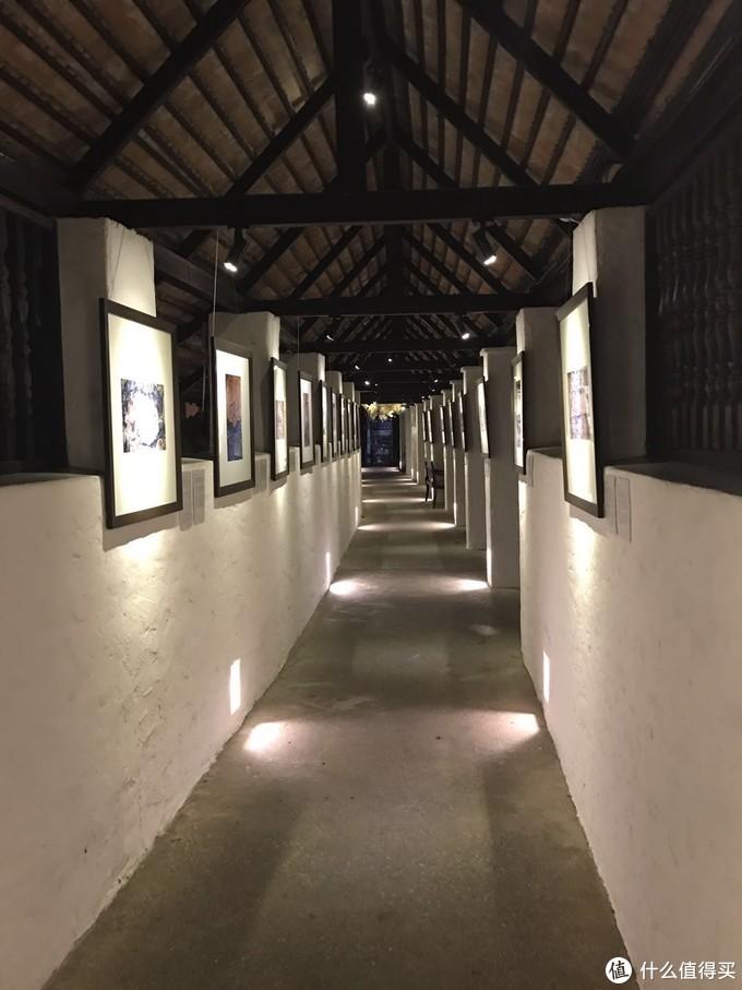 酒店走廊的展览