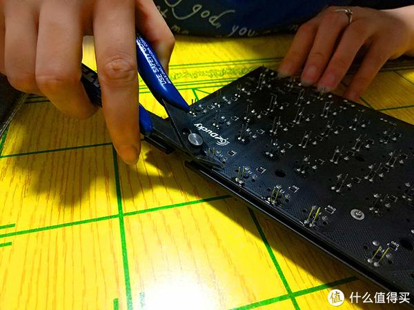 谁说女子不如男,改灯贴膜也就那么回事 — Akko x Ducky 3108侧刻机械键盘DIY全记录