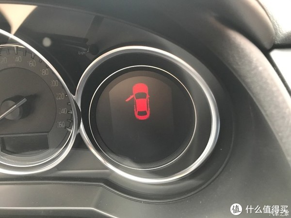 车门未关提示。