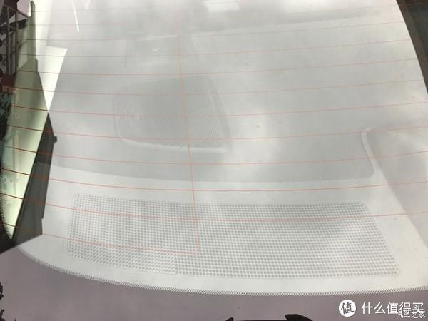 车内后方有3个音响,另一边也是3个,应该是BOSE才有。