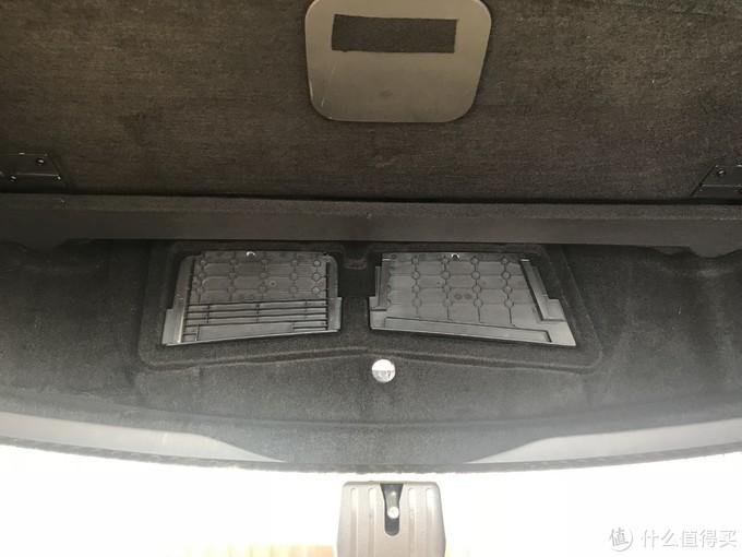 后备箱两侧盖板