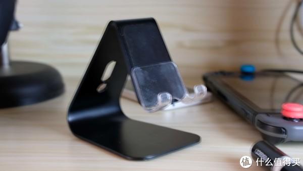 桌面线材太多太乱?分享我用于整理的小物件~