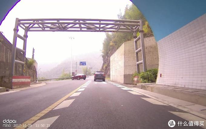 震惊!老司机开五菱宏光上秋名山,竟是为了在车上做这种事...