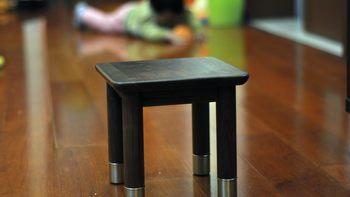 铜木主义胡桃木板凳外观介绍(脚垫 做工 凳子腿 凳面)