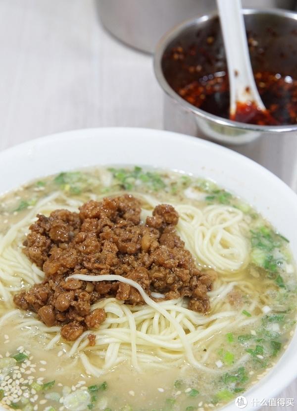 老纪打卡城市美食 篇二:我和重庆人民眼中的微辣差了整整一斤干辣椒