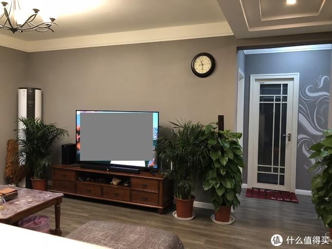 晚上的客厅电视墙