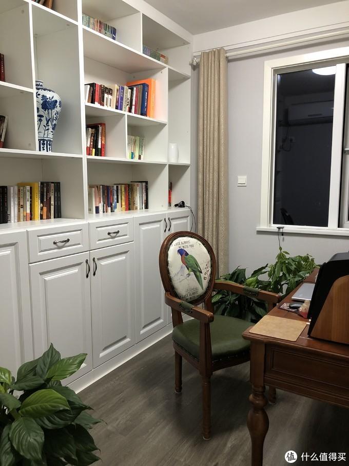 晚上的书柜