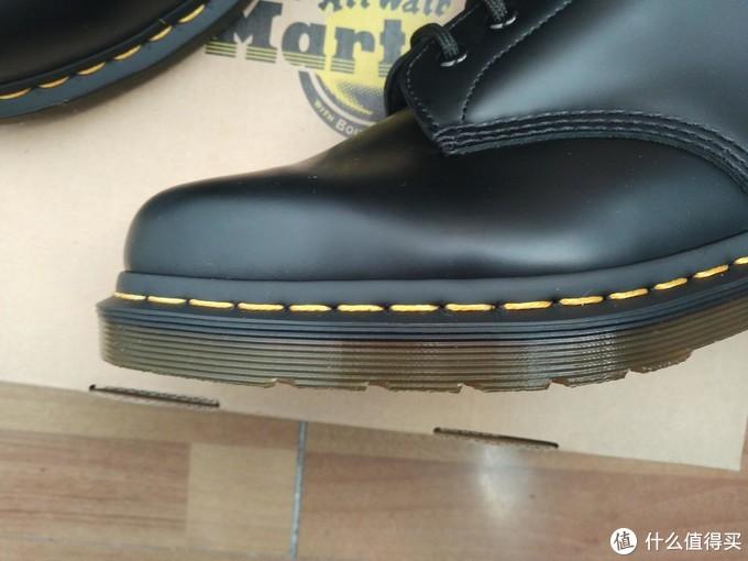 晒一下入手的黑色Dr. Martens 1460 马丁靴 开箱