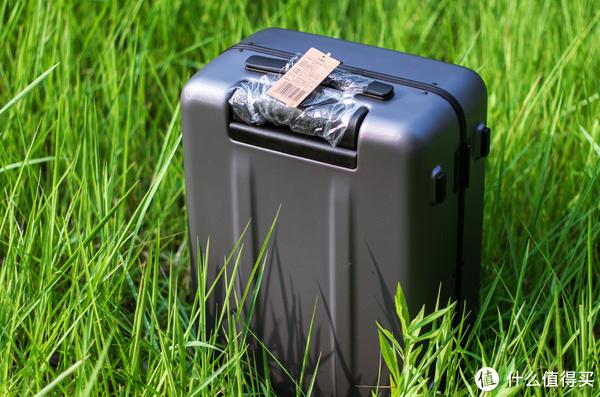 手里拽着的是旅行—MI 小米 90分铝框20寸旅行箱 开箱