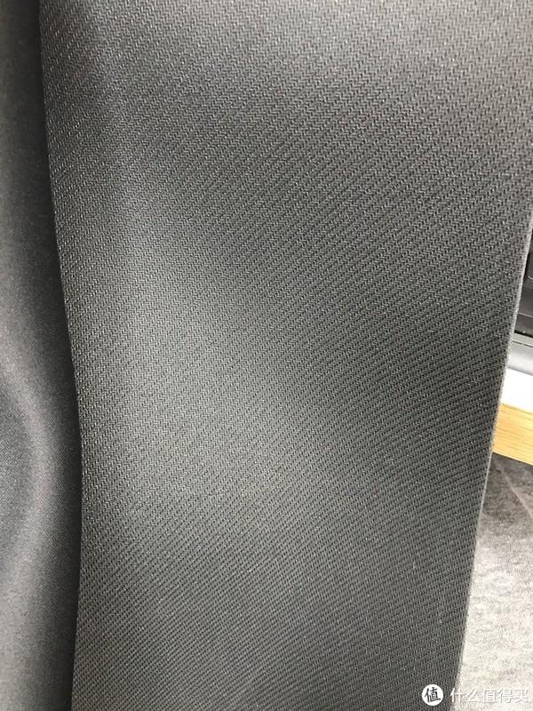 背面是织物。