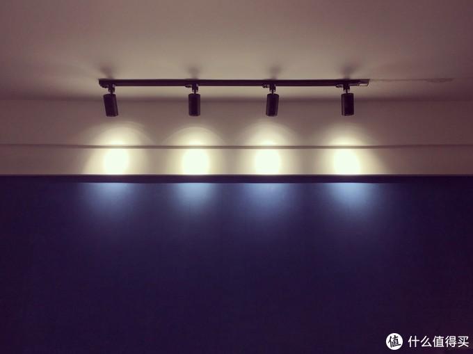 ▲客厅沙发墙面