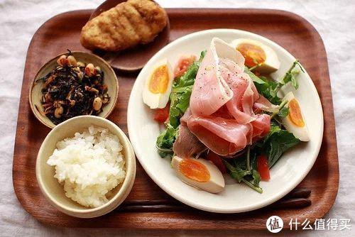 虽然配的是这种健康餐的图,但实际吃的却是酱肘子。