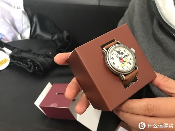 香港迪斯尼乐园购物加199换购了2块米奇和米妮手表开箱晒单