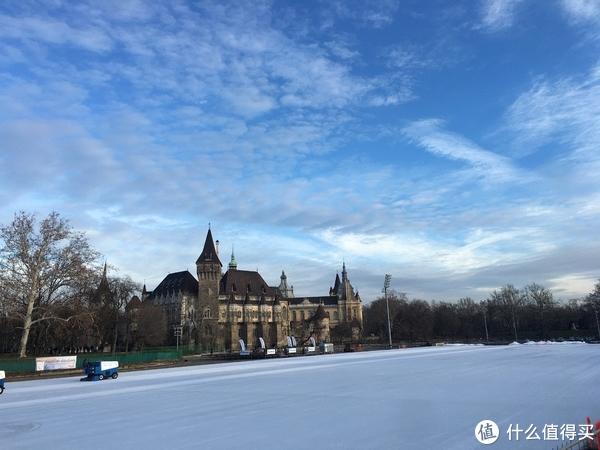 布达佩斯最大免费溜冰场&胡尼奥迪城堡