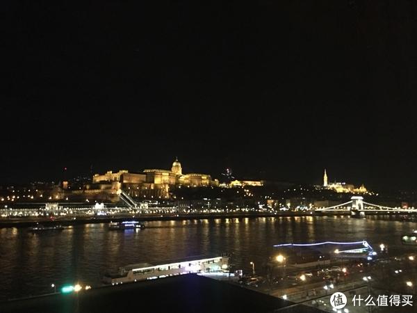 多瑙河河畔烟花系列(没见着,LZ在教堂倒数)
