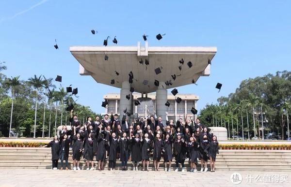 中间回学校拍了个毕业照
