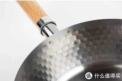 会过日子的人家都有一口雪平锅,铝制的