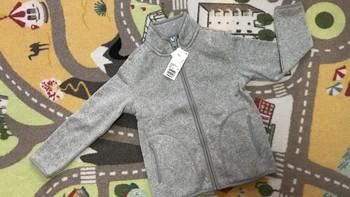 优衣库 400094 大童款针织摇粒绒茄克外观展示(面料|吊牌|拉链|袖口|领口)