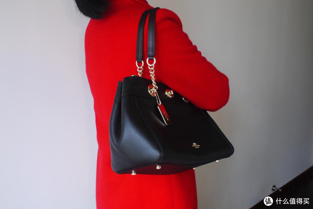 送给老婆的新年礼物—COACH 蔻驰 黑色皮质单肩包 开箱