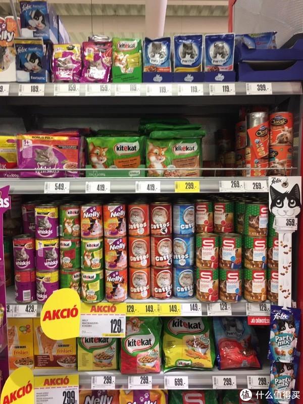 各式各样的猫罐头+零食