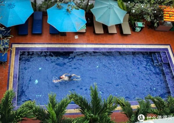 酒店里只用过一次的泳池