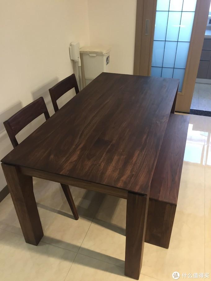 餐桌餐椅餐凳均为黑胡桃实木