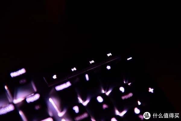 把我的ID映在键盘上—CoolerMaster 酷冷至尊 MK750 RGB 幻彩 机械键盘