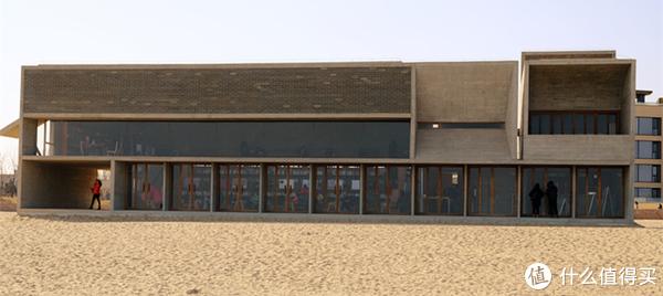 三百多的阿尔卡迪亚值不值得住—孤独图书馆阿那亚礼堂