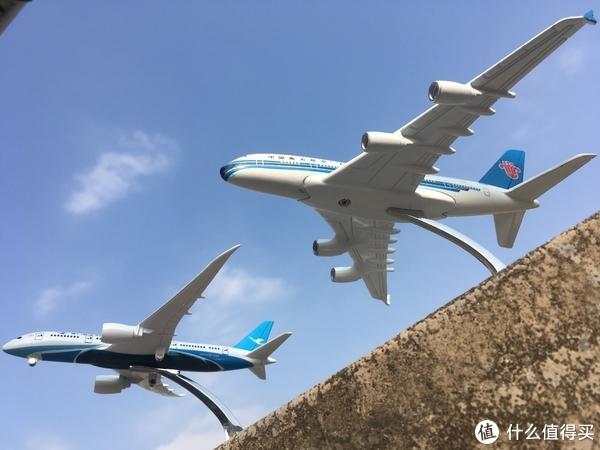 大乌龙得了两份礼品:南航涂装 A380 机模和厦航涂装 B787 机模 开箱晒