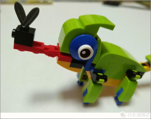 小萝莉被舌头吓傻—LEGO 乐高 Creator 系列 七彩变色龙 30477