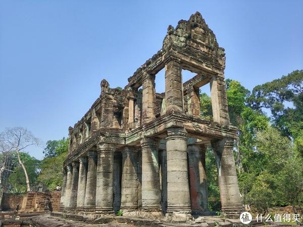 ▲神似古希腊宫殿的两层石造建筑