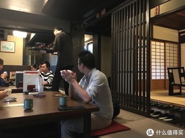 日式榻榻米风格吃起来气氛倒是不错