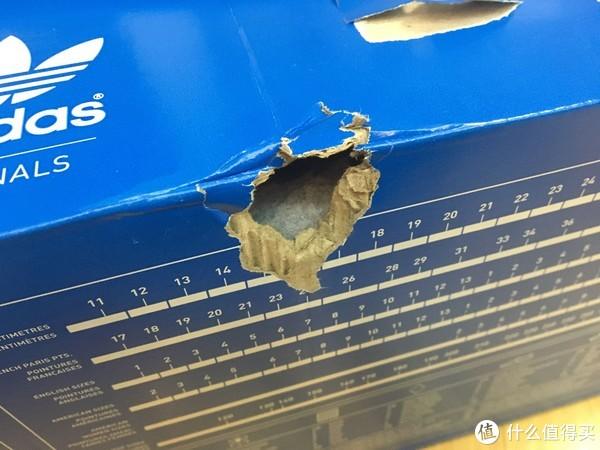 里盒也破了,好在鞋子没事。