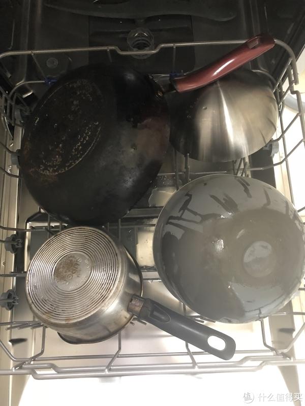 一层放锅和大碗