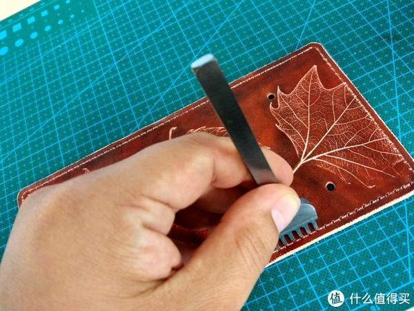 留住秋天的回忆:枫叶钥匙包 制作过程