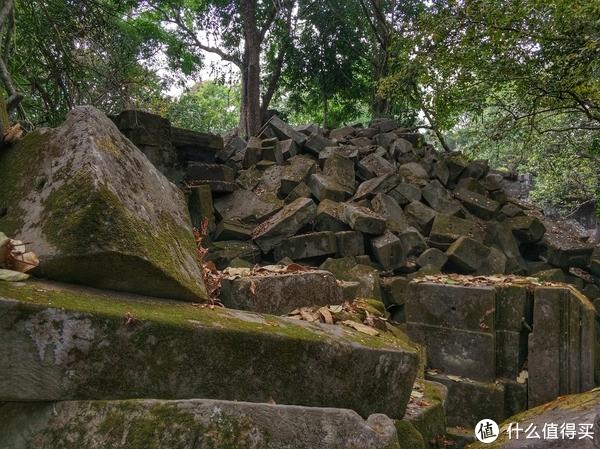 ▲崩塌的巨石