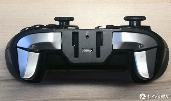 肩部按键采用进口的双键程四按键设计,金属质感,很棒