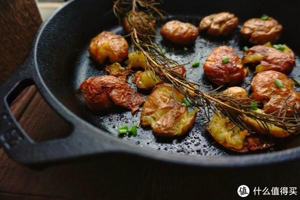 大材小用烤土豆的大铁锅