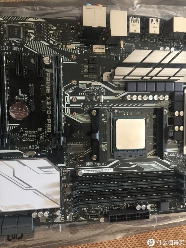 插入CPU,注意对着那个三角形